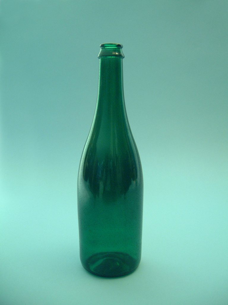 Champagnefles kleur groen,. H x B 29 x ø 8,5 cm.