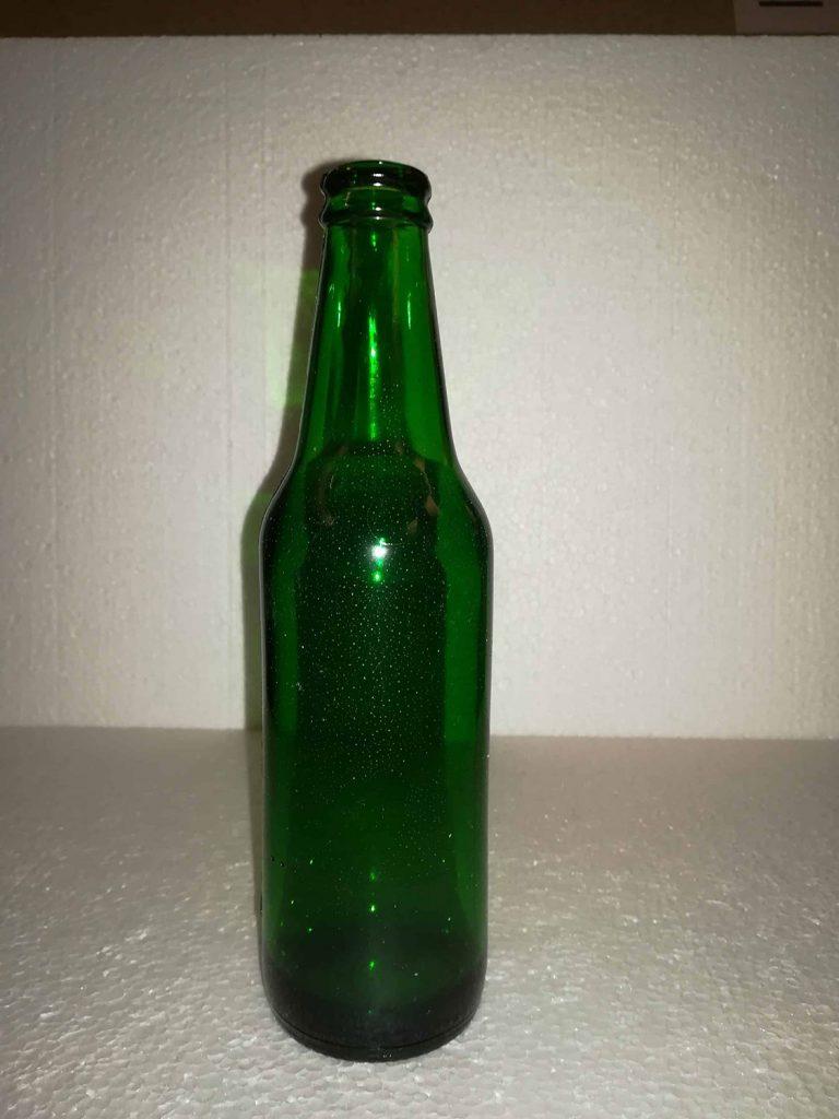 Heineken bierfles, Groen. 20,5 x 5,5 cm. Breekbaar!