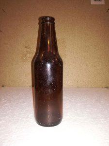 Suikerglazen bierfles 0038-Heineken/Lindenboom. Kleur is , bruin. Afmetingen 20,5 x 5,5 cm.