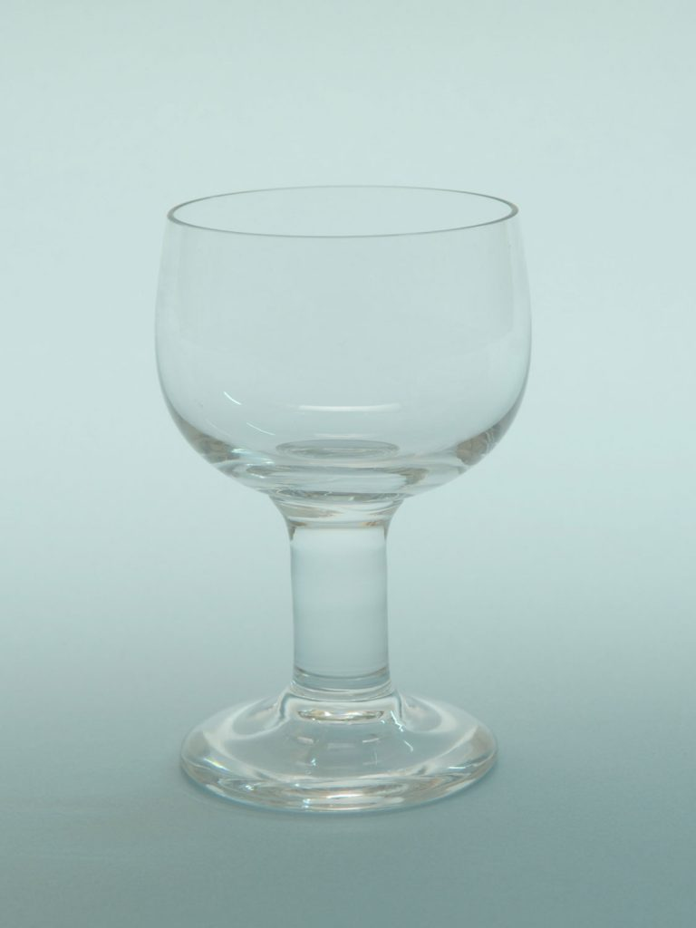 Sugar glass, Wine glass, short stem. Size: 12 x 8 Cm.