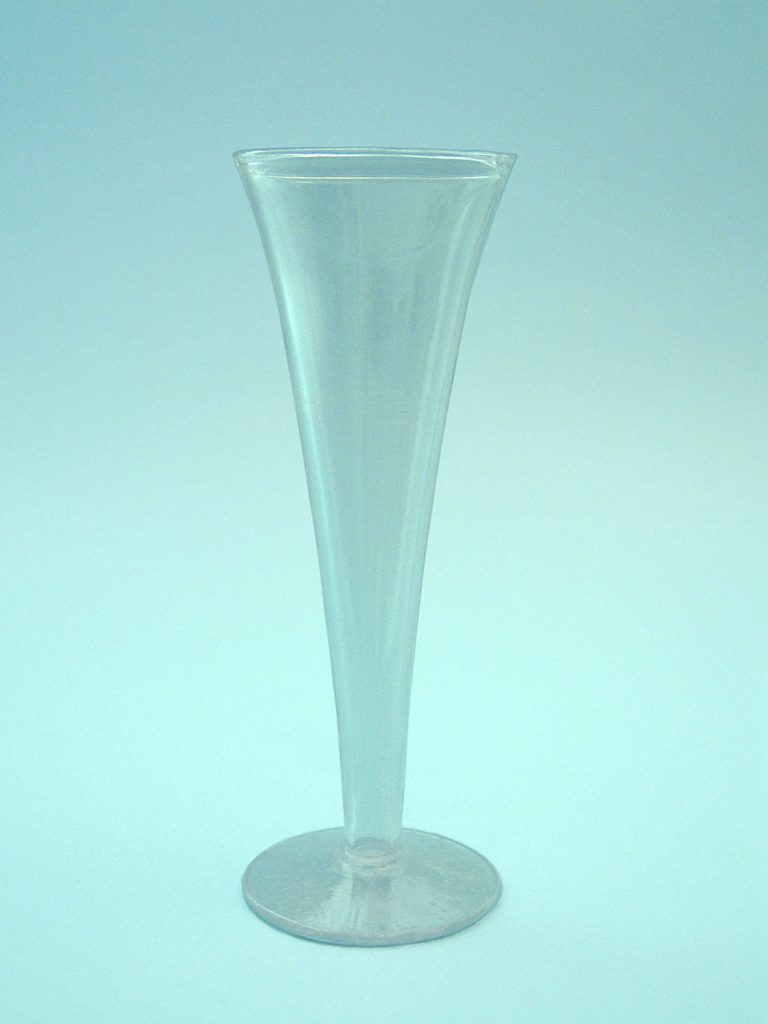 Breakaway sugar glass sekt glass or champagne glass 20 x 7 cm.