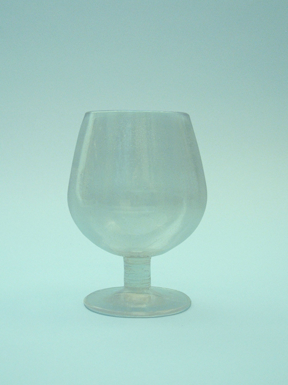 Cognac glass 12.5 x 9 cm. Fragile fake glass.