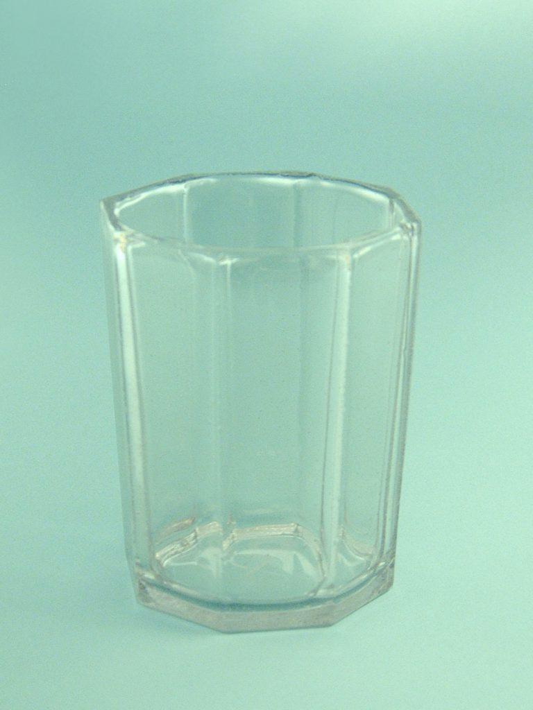 .Veiligheidsglas -suikerglas- Whiskyglas 8-hoekig 9,5 x 8 cm.