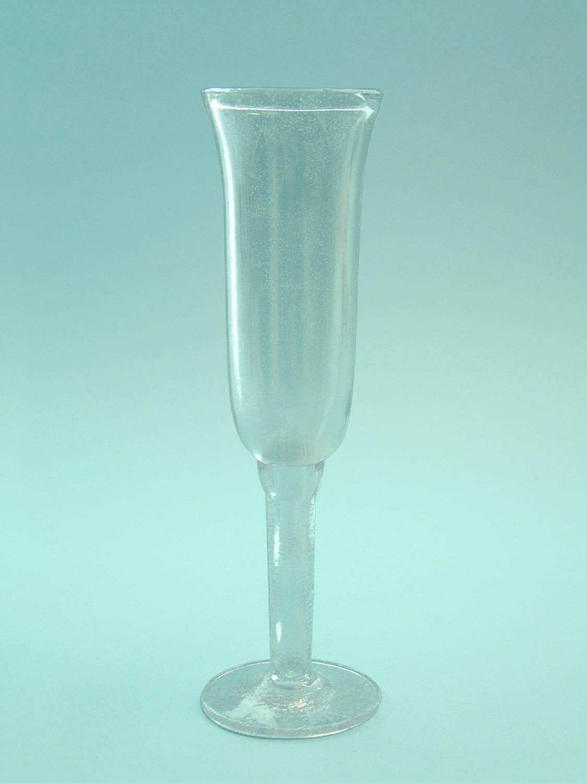 Sugar glass Champagne glass or tulip glass in tulip form 22.5 x 6 cm.