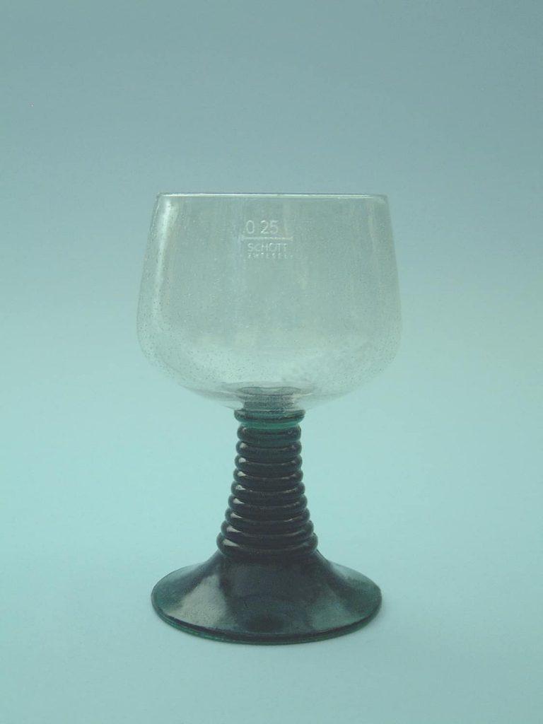 Safety glass / sugar glass Wine glass-Roman. HxW .: 13.5 x 8 cm.