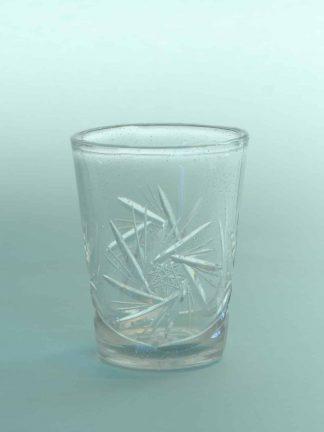 Filmglas, stuntglas Whiskyglas geslepen. H*B is: 9,3 x 7,4 cm.
