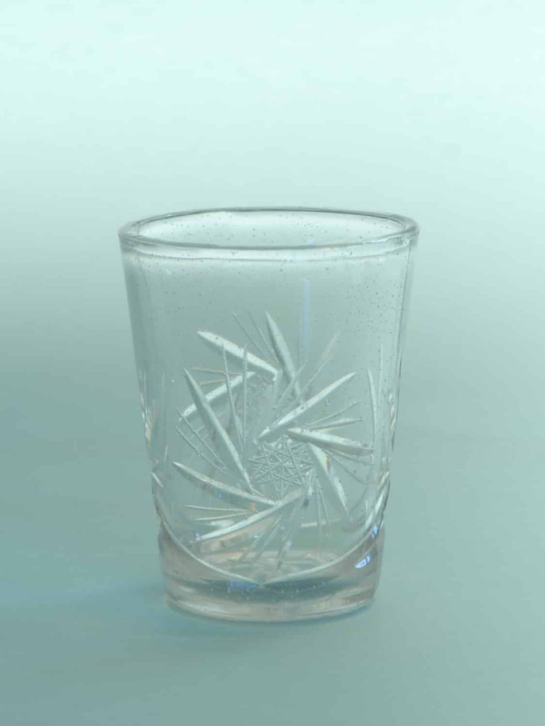 Film glass, stunt glass Whiskey glass cut. H * W is: 9.3 x 7.4 cm.