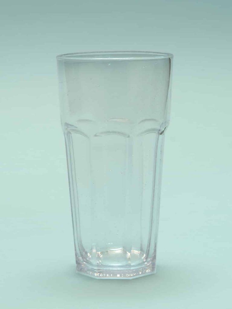 TV recordings? Beer glass made of transparent sugar glass. Beer glass content 0.5 L. US Pint Glass. Dimensions 17.7 x 9 cm.
