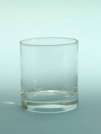 Smooth, sugar glasses, cylindrical cut whiskey glass. H * W 10 x 8.7 cm.
