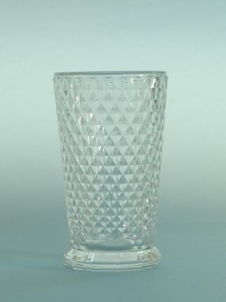 Safety glass for film and TV. Long drink glass with checkered motif. Dimensions: 22.5 x 7 cm