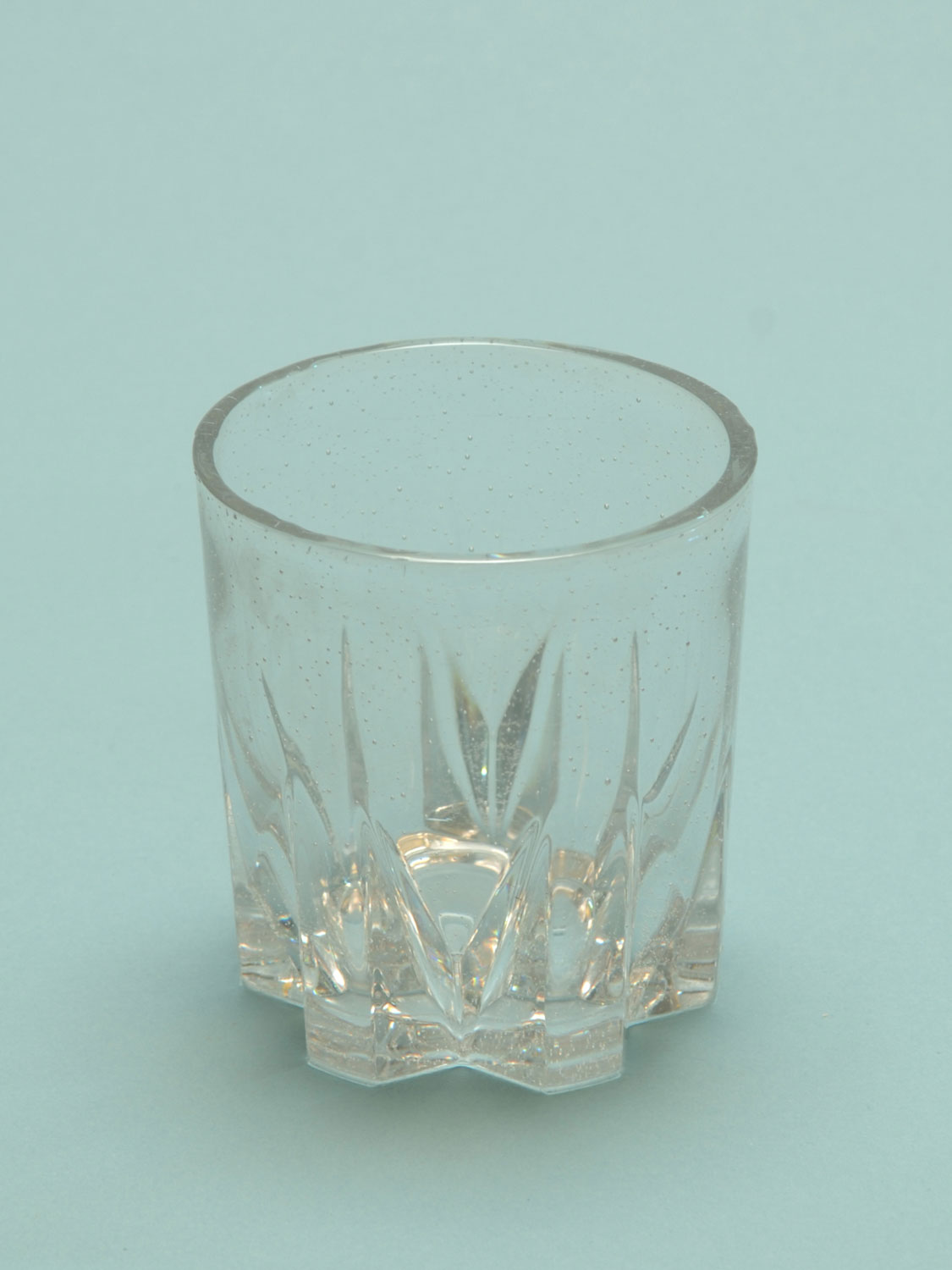 Safety glass on your film set! Whiskey glass with star bottom. Size: 9 x 8.3 cm.