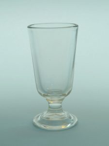 Suikerglas theeglas, Ice-coffeglas. Theeglas- Eiskaffeeglas. H*B 14,3 x 7,3 cm