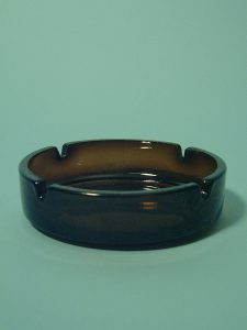 Sugar glass ashtray. Round, brown, size 4 x ø 14 cm.