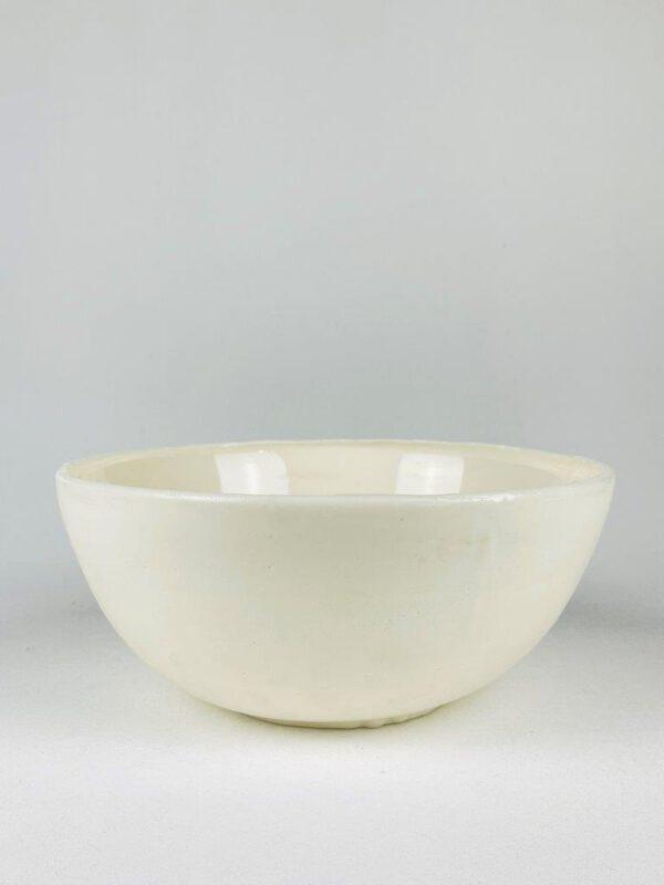 Prachtige witte schaal uit suikerglas.