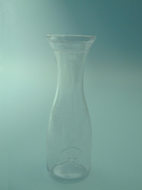 Voor video of film.Suikerglas Italiaanse Karaf. Afmeting: 0,5 Liter, 23 x ø 8 cm.