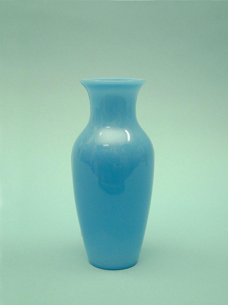 White sugar glass vase. Vase made of sugar glass for film / video. Standard, White 22.5 x 10 cm.