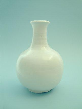 Middelgroot model witte suikerglazen vaas. Middelgroot 21,5 x 15cm.