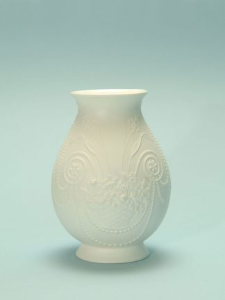 For your video clip: 0406-Keizersvase 17 cm x 12.3 cm. Vase of sugar glass, with motif. Imperial vase 17 cm x 12.3 cm.