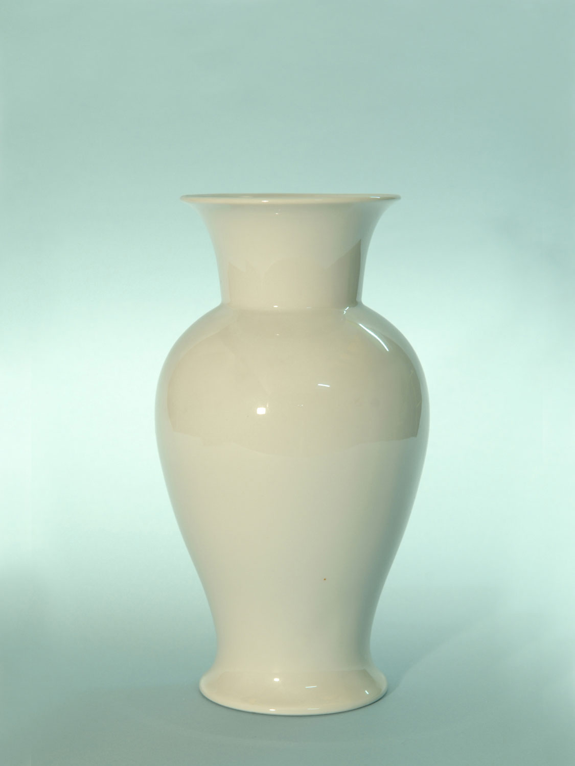 Vase. Sugar glass, Chinese vase medium 22.5 x 12.3 cm.