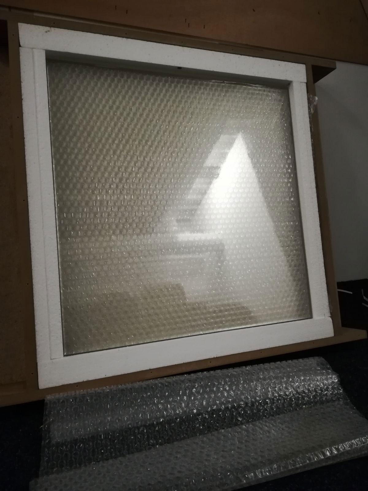 Filmglas - suikerglas ruit / raam van 50 x 50 Centimeter. Gemaakt van doorzichtig suikerglas.