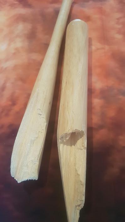 Balsawood basebaal bat