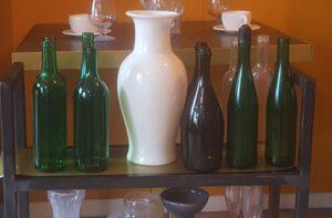 Vazen, ruiten, flessen en glazen van suikerglas.