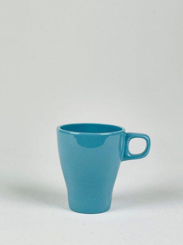 Blauwe koffiebeker van suikerglas.